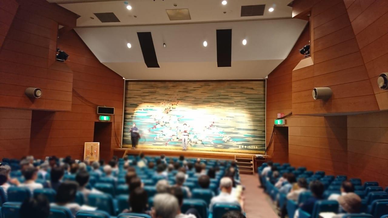 七生公会堂の二階ホール