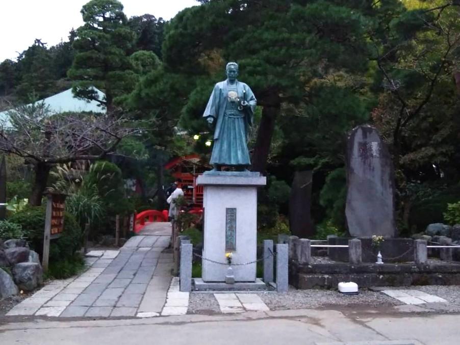 高幡不動尊境内にある土方歳三の像
