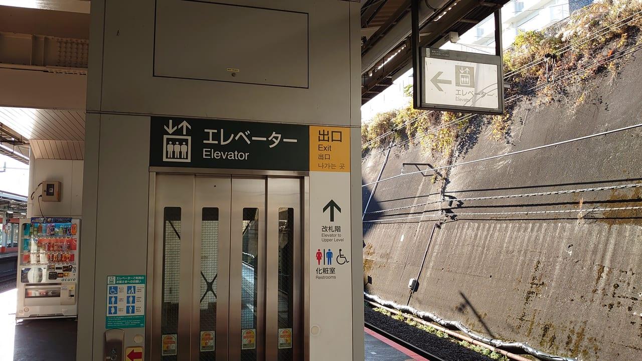 豊田駅上りホームのエレベーター