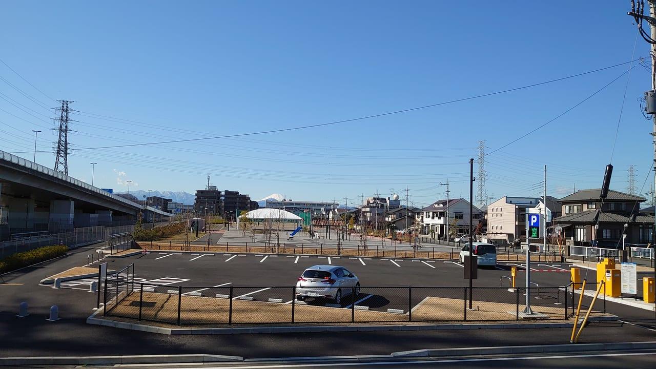 多摩川河川敷から見る北川原公園