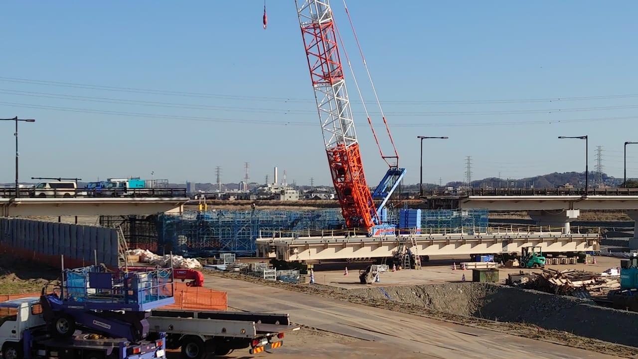 立川市側からの日野橋の応急復旧工事の様子